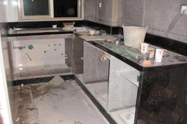 大理石的用途:  大理石用途:酒店装修,市政工程装饰,家庭装饰,地板,卫生间,墙面,台面板,洗面台,台面,踢脚线,门套,窗台,电视墙等!  大理石是奢华美丽的装饰材料,石材颜色是天然而成, 有着天然的纹理,就算同一块石料切割出来的板材也有纹理上的少许差异,构成天然石材色彩的绚丽!